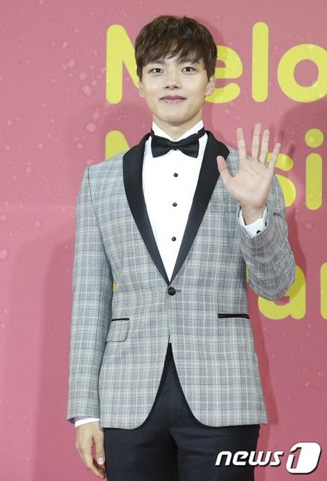 Nam diễn viên Yeo Jin Goo đảm nhận vai trò dẫn chương trình.