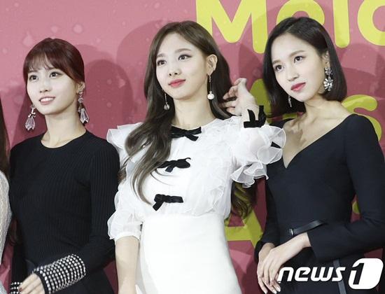 Momo, Na Yeon khiến cá fan khó rời mắt vì nhan sắc xinh đẹp.