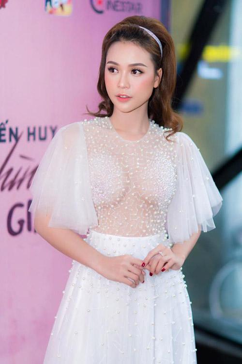 nhung-hot-girl-viet-bi-nghi-theo-trao-luu-nang-cap-vong-mot-7