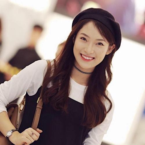 hot-girl-ban-7-thu-tieng-khoe-tai-dan-hat-hit-cua-chi-pu-1