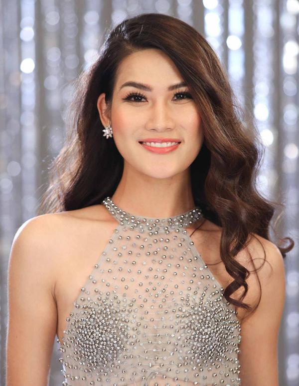 <p> Nguyễn Thị Ngọc Anh (SBD 303) sinh năm 1993 ở Hà Nội, cao 1,76 m, số đo 82-63-94 cm. Cô vừa tốt nghiệp Đại học khoa Sư phạm Du lịch và là người mẫu tự do.</p>