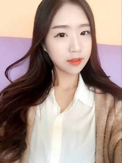 nhung-hot-girl-ngoai-quoc-hat-tieng-viet-hot-nhat-facebook-4