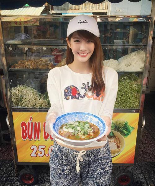 nhung-hot-girl-ngoai-quoc-hat-tieng-viet-hot-nhat-facebook-1