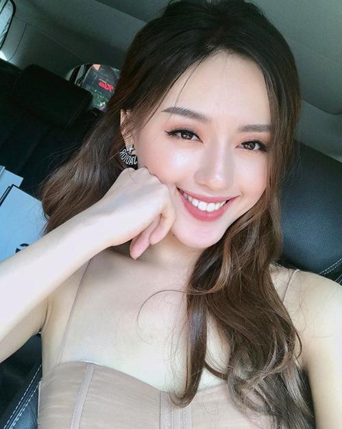 3-hot-girl-viet-co-da-moc-cang-bong-chang-kem-con-gai-han-6