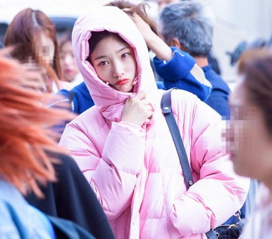 loat-idol-han-dua-nhau-sam-ao-phao-to-su-mau-hong-cuc-cute-7