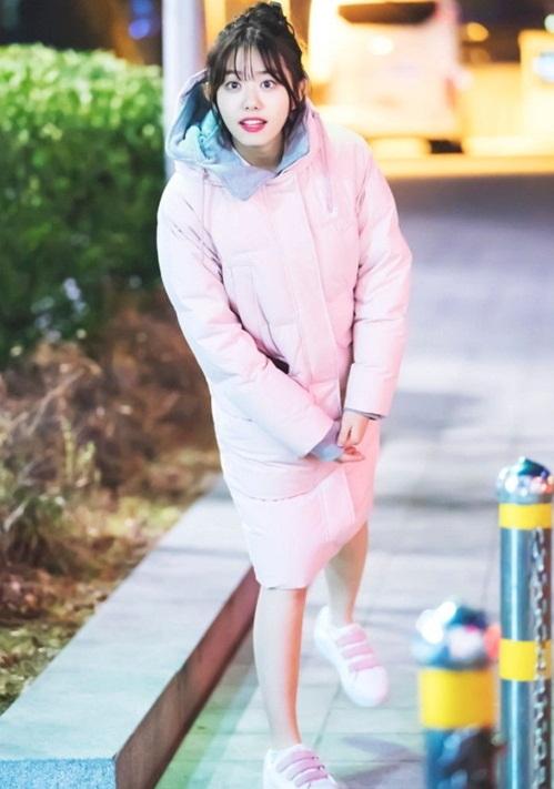 loat-idol-han-dua-nhau-sam-ao-phao-to-su-mau-hong-cuc-cute-8