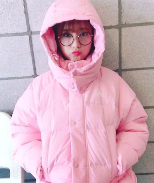 loat-idol-han-dua-nhau-sam-ao-phao-to-su-mau-hong-cuc-cute-4