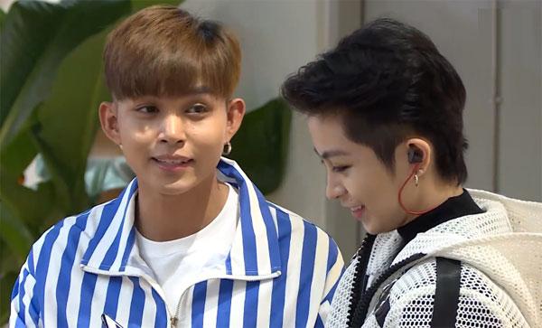 Tối 26/10, Đức Phúc tham gia chương trình XX Music Show được phát sóng trực tiếp trên kênh V Vietnam của V Live với sự dẫn dắt của MC