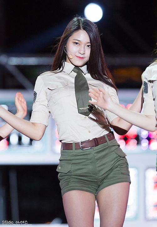 Seol Hyun lột xác từ 'bé mập' thành mỹ nhân sexy sau 5 năm debut