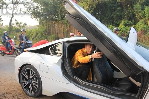 Chồng Lâm Khánh Chi mang xế sang đến rước dâu