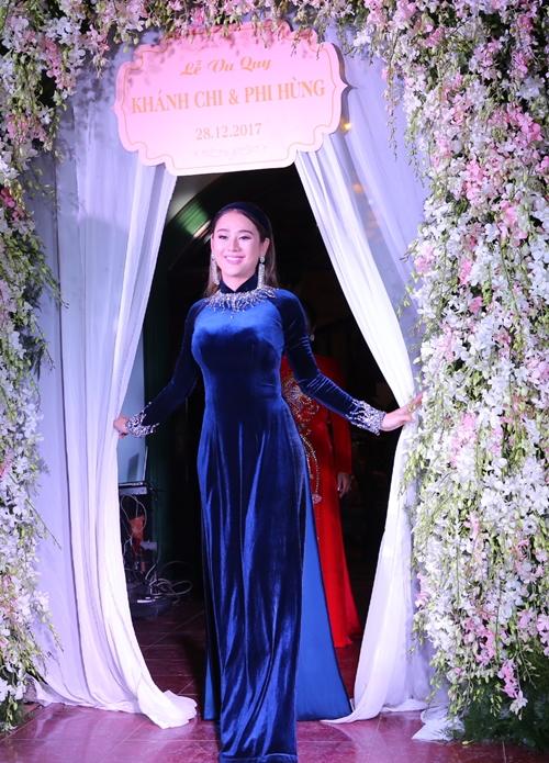 Cô dâu Lâm Khánh Chi xuất hiện rạng rỡ.