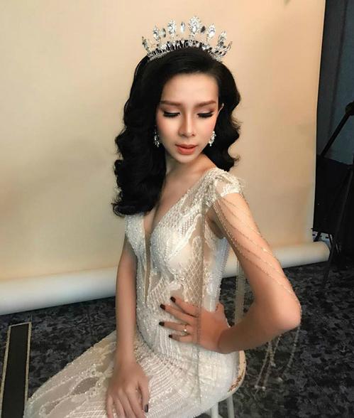 Một trong những phù dâu của Lâm Khánh Chi là người đẹp Hồ Mai Thi, hiện đang kinh doanh