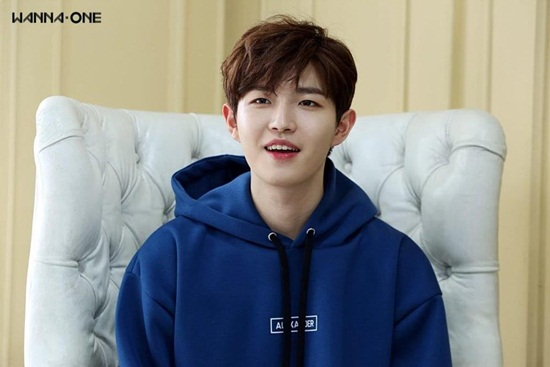 Wanna One chính là tân binh thành công nhất năm 2017. Kim Jae Hwan đốn  tim fan bằng giọng hát trong trẻo, đôi má bánh bao cute lạc lối.