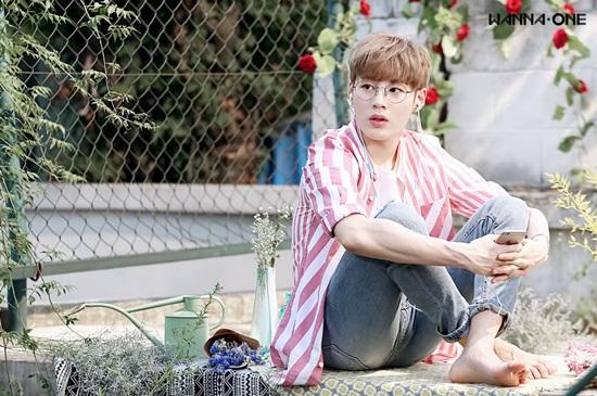 Sung Woon đang trải qua những ngày tháng hoàng kim khi hoạt động cùng Wanna One.