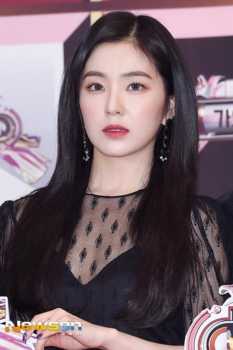 Irene bị 2 hot boy dìm, Yeri vẫn không cười bất chấp chỉ trích - 3