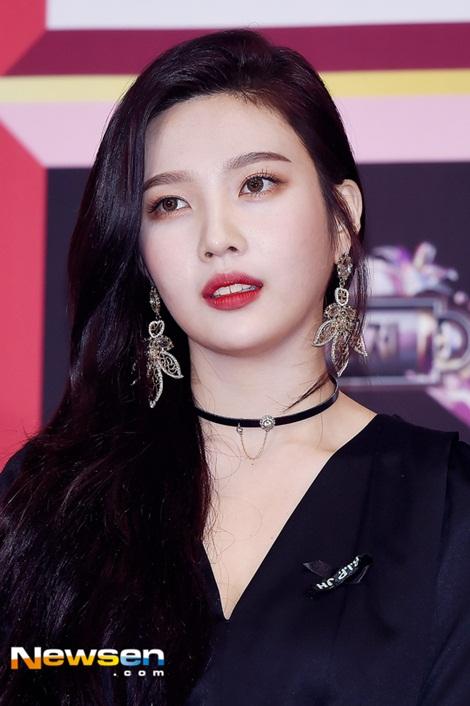 Irene bị 2 hot boy dìm, Yeri vẫn không cười bất chấp chỉ trích - 5