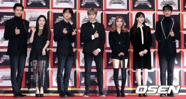 Idol đẹp trai toàn cầu Jin nhút nhát khi đứng cạnh Irene