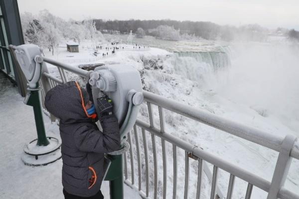 [Caption]Các du khách quốc tế và người bản địa xem đây là một hiện tượng thiên nhiên hiếm gặp.