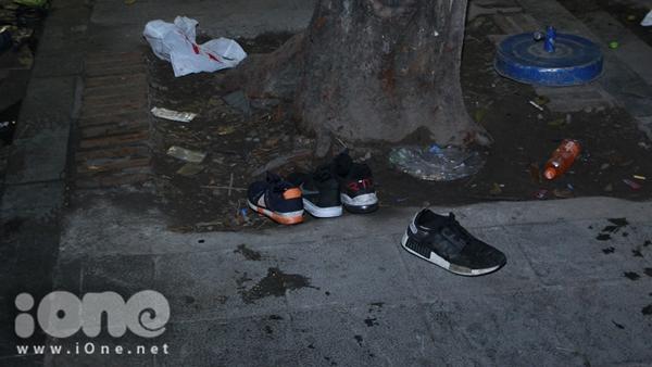 Biển rác xuất hiện trên phố Nguyễn Huệ, Hồ Gươm sau đêm giao thừa - 9