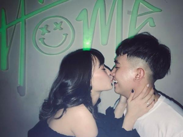 Hot girl Việt ôm ấp, khóa môi bạn trai trong ngày đầu năm 2018 - 5