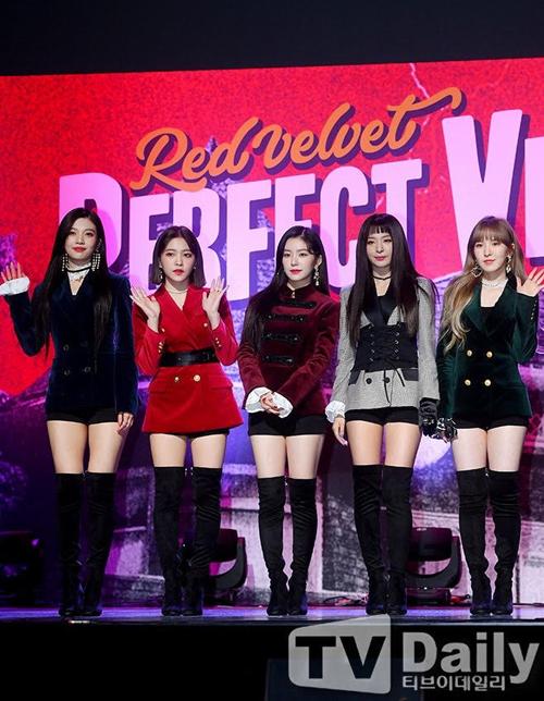 Top 5 idol mặc đồ diễn sành điệu nhất, hứa hẹn bùng nổ 2018 - 3