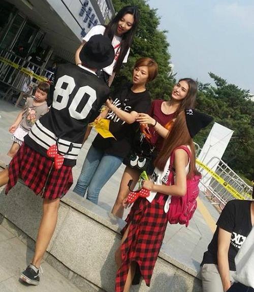 Tới xem concert của tiền bối 2PM cùng Twice và Somi.