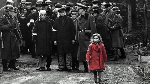 Cảnh khỏa thân trần trụi gây tranh cãi trong Schindlers List được giữ lại vì ý nghĩa lịch sử - 1