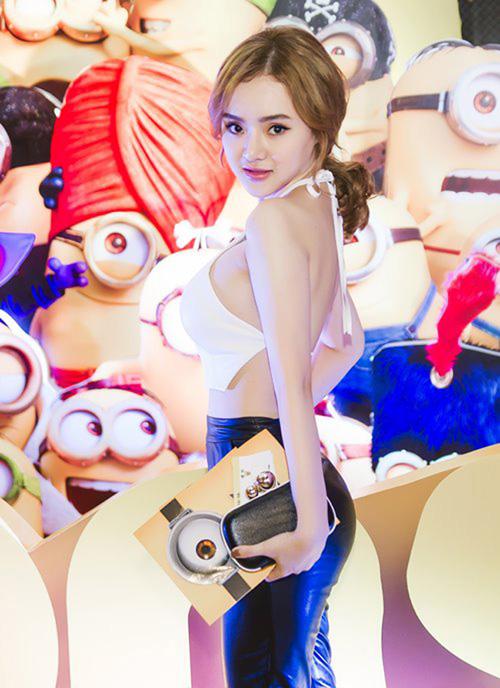 Em gái Angela Phương Trinh diện đồ khoe thân còn ác liệt hơn chị - 8