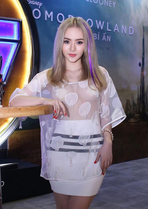 Em gái Angela Phương Trinh diện đồ khoe thân còn ác liệt hơn chị - 9
