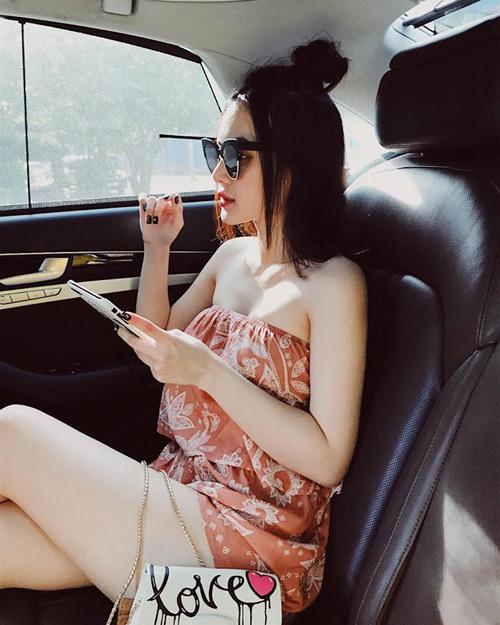 Em gái Angela Phương Trinh diện đồ khoe thân còn ác liệt hơn chị - 2