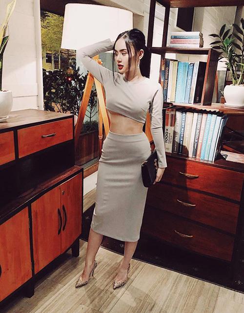 Em gái Angela Phương Trinh diện đồ khoe thân còn ác liệt hơn chị - 6