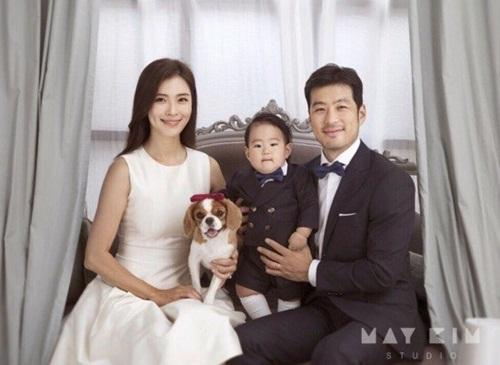 Fan Kpop thấy mình đã già khi các idol này lập gia đình, sinh con - 3