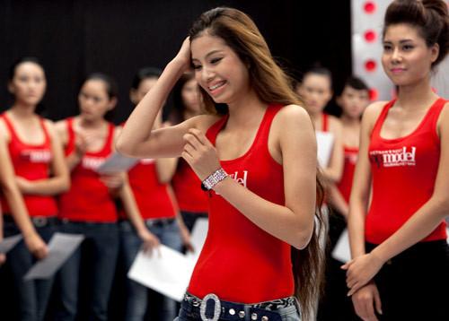 Những điểm trùng hợp giữa 2 Hoa hậu Phạm Hương - HHen Niê - 4
