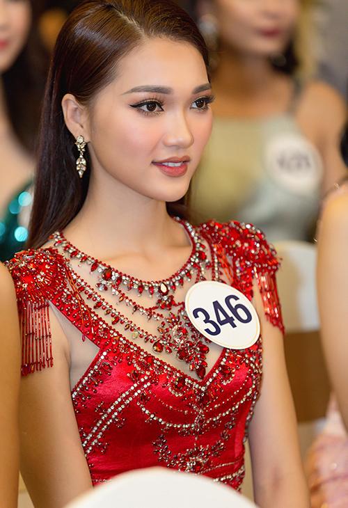 Cô gái mặt đẹp nhất Hoa hậu Hoàn vũ hụt vương miện đáng tiếc - page 2 - 4