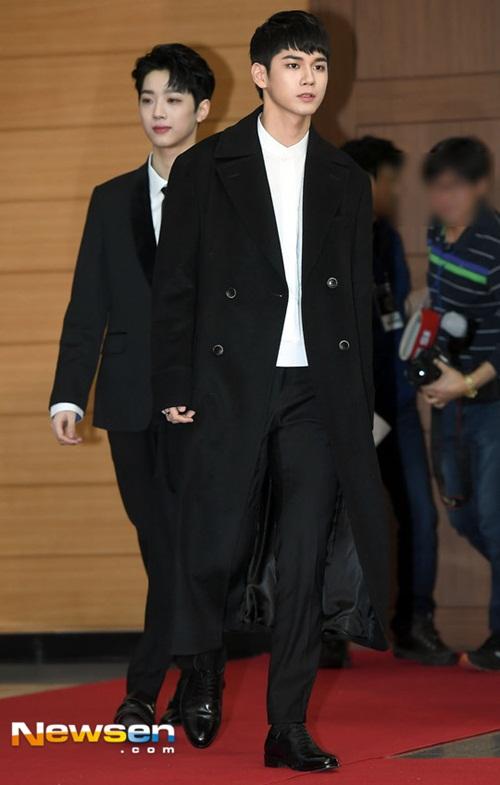 Ong Seong Woo xuất hiện với kiểu tóc mới cá tính hơn.