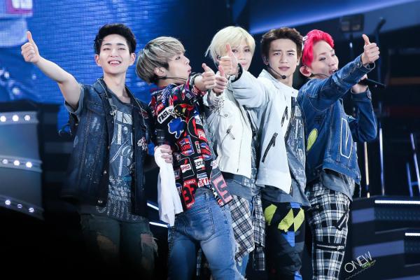 Mất Jong Hyun, SHINee tổ chức concert với 4 thành viên - 2