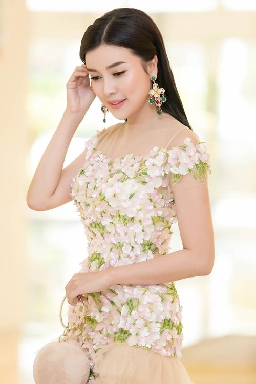 Cao Thái Hà gây xôn xao với phát ngôn gái nghèo thi hoa hậu để đổi đời  - 2