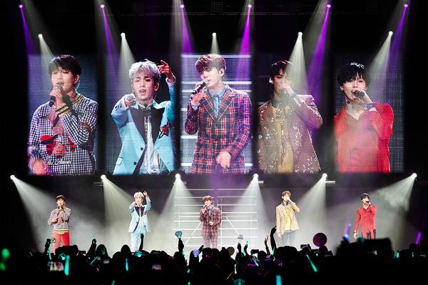 Mất Jong Hyun, SHINee tổ chức concert với 4 thành viên - 1