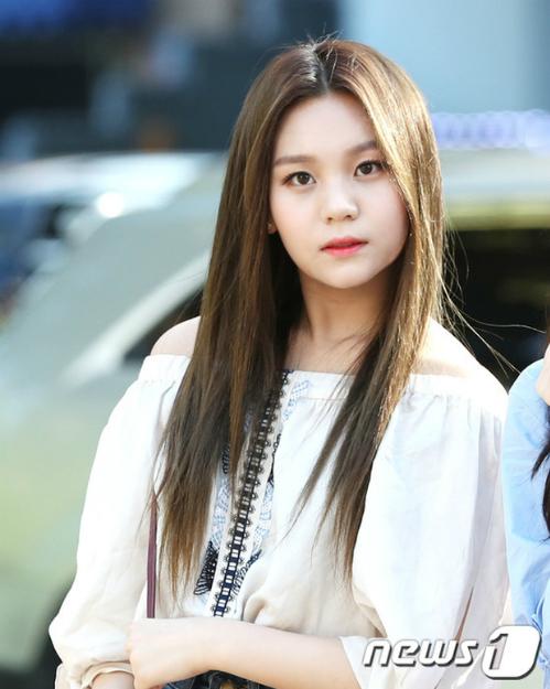 Idol Kpop bị chê quá xấu: Người lột xác, kẻ suy sụp đến mức rời nhóm - 2