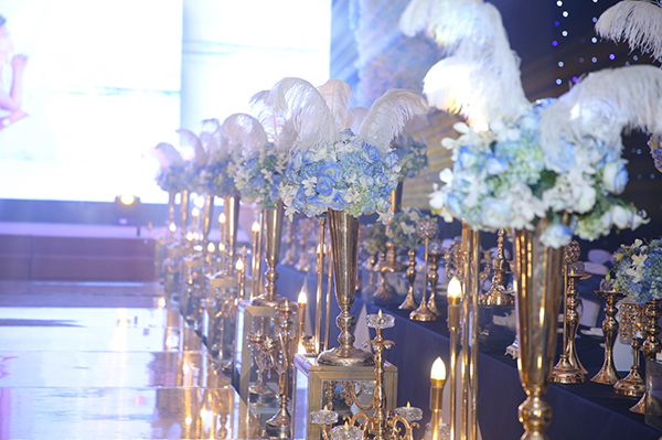 Tiệc cưới đầy hoa tươi và nến lung linh của Lâm Khánh Chi - 1