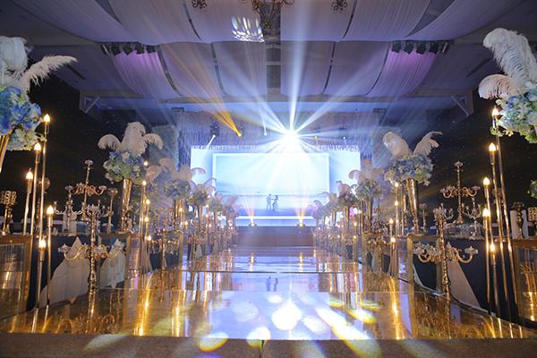 Tiệc cưới đầy hoa tươi và nến lung linh của Lâm Khánh Chi - 2