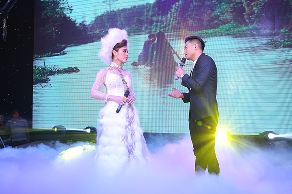 Lâm Khánh Chi liên tục được chồng ôm hôn trong đám cưới cổ tích - 7