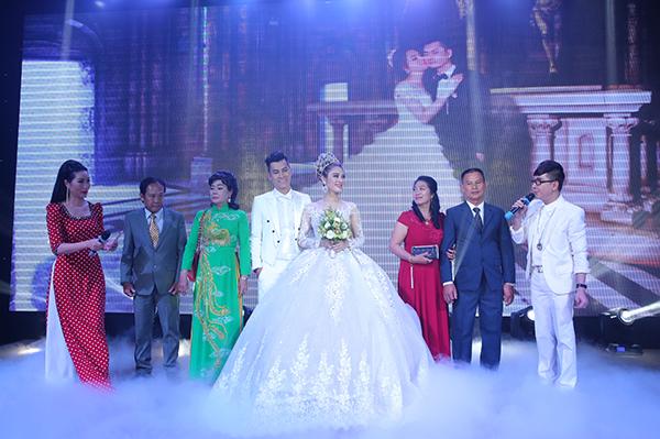 Lâm Khánh Chi xinh như công chúa, liên tục được chú rể ôm hôn tại tiệc cưới - 2