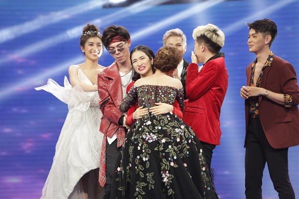 Gia đình hoa dâm bụt nắm tay Giang Hồng Ngọc vào chung kết hát bolero