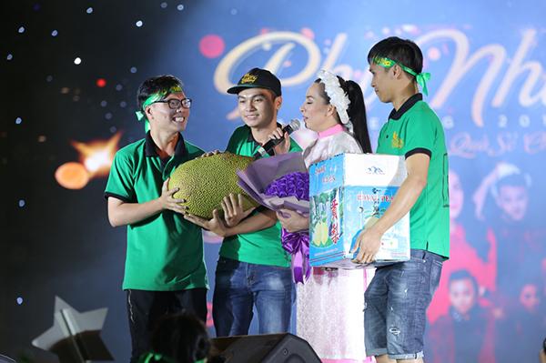 Hồ Văn Cường gây xúc động khi hoà giọng cùng mẹ nuôi Phi Nhung - 5