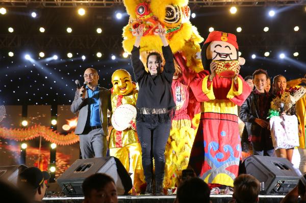 Hồ Văn Cường gây xúc động khi hoà giọng cùng mẹ nuôi Phi Nhung - 9