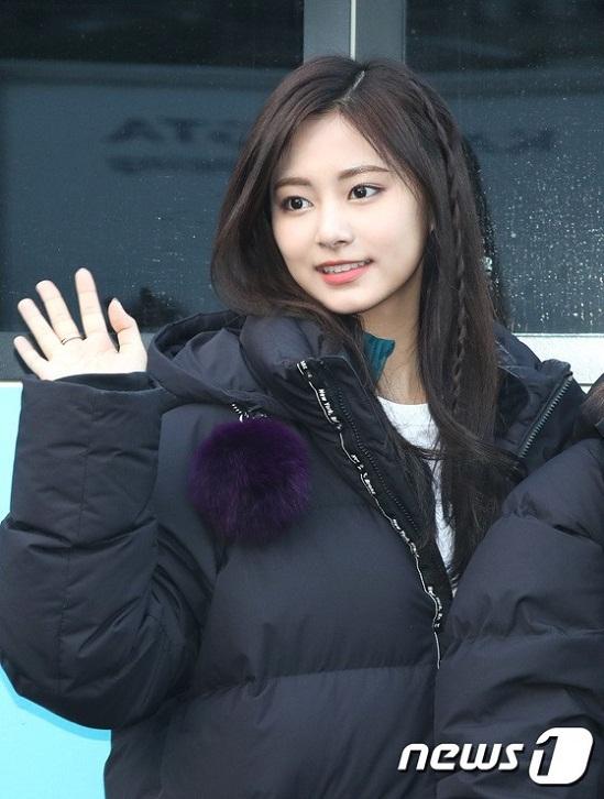 Không hổ danh là nữ thần sắc đẹp thế hệ mới, Tzuyu (Twice) xinh đẹp đến mức khiến fan khó thở.