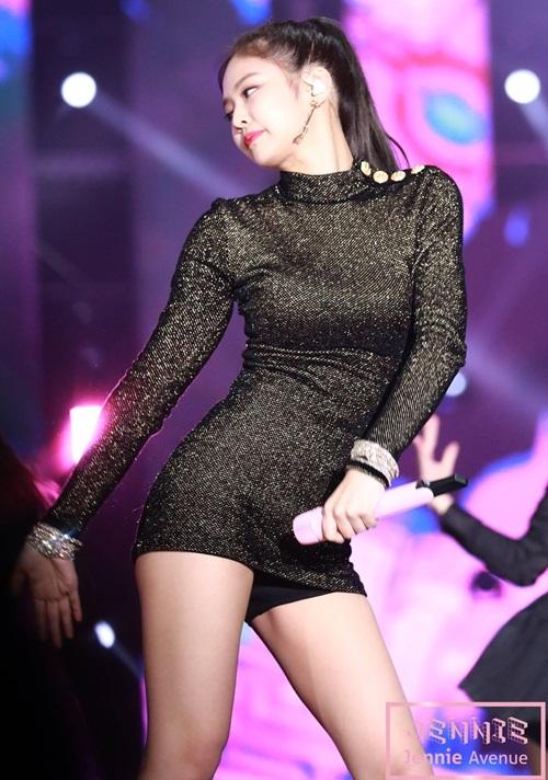 Top 10 bộ váy sexy đốt mắt của idol sang chảnh Jennie