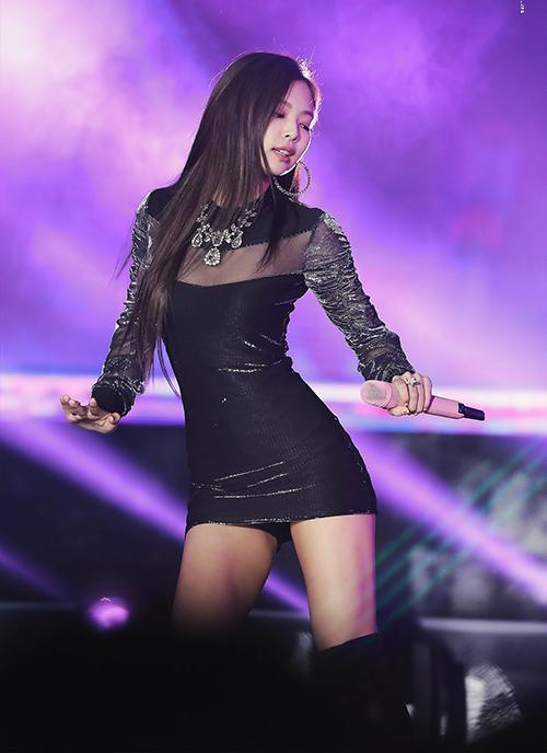 Top 10 bộ váy sexy đốt mắt của idol sang chảnh Jennie - 1