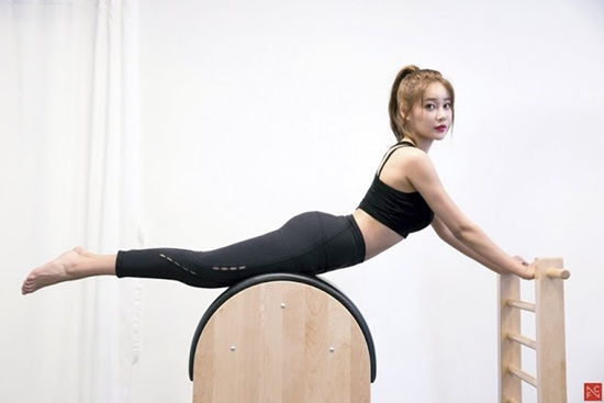 Mỹ nhân Hàn đọ vẻ sexy bằng ảnh tập pilates, yoga - 5